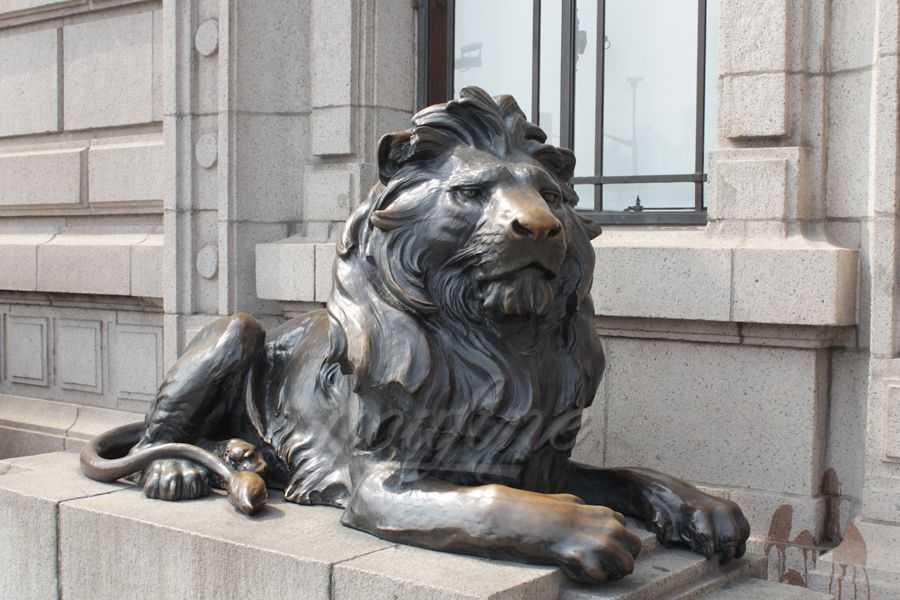 Classic Bronze sitting Lion Statue