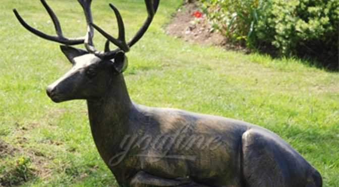 Decorative garden bronze deer statue