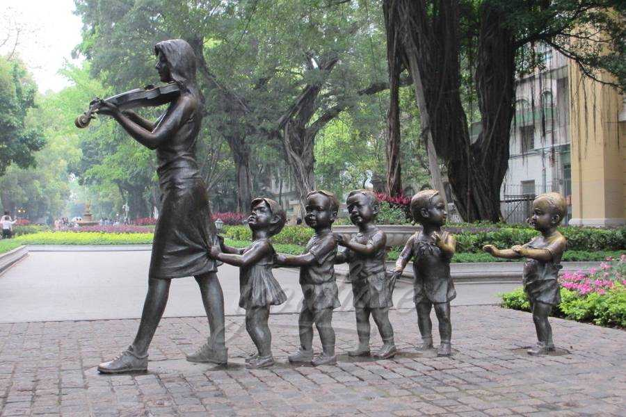 Lovely outdoor life size bronze teaching group sculpture with violin