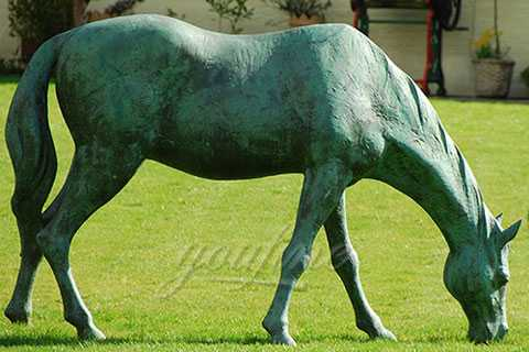 Life size outdoor bronze eating grass standing horse sculptures for garden