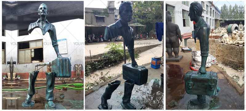 bronze-traveler-statue
