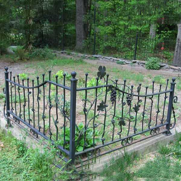 Ironwork factory wholesaling high quality metal art decorative wrought iron fence for sale IOK-137