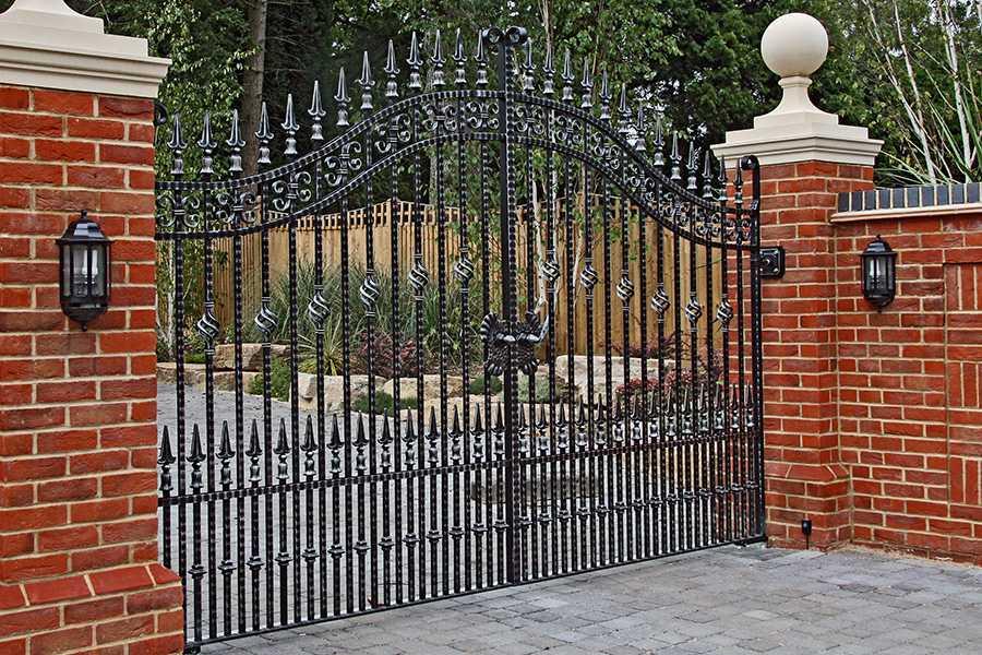 Vintage estate entrance swing wrought iron gates design