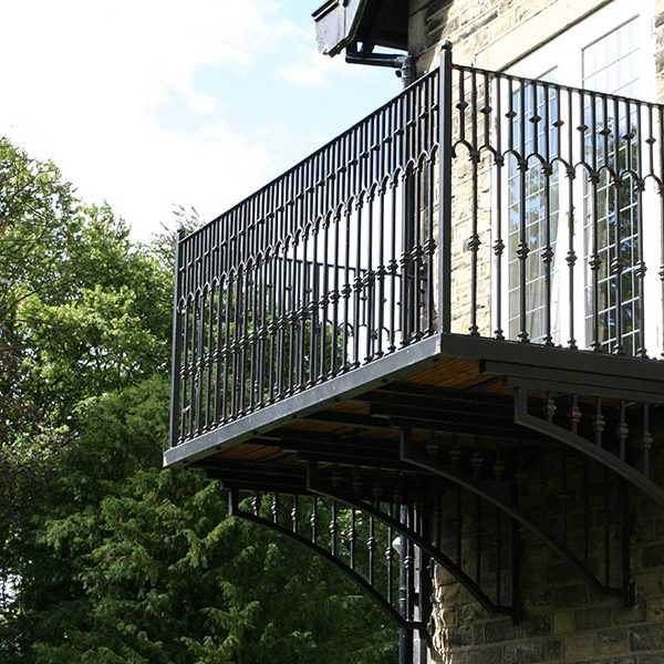 2019 Popular wrought iron modern balcony railing designs cantilever balcony railing for sale–IOK-147