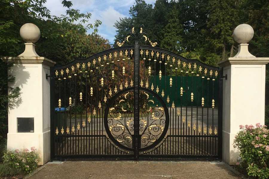 Contemporary high quality decorative metal garden wrought iron entrance gates price–IOK-199