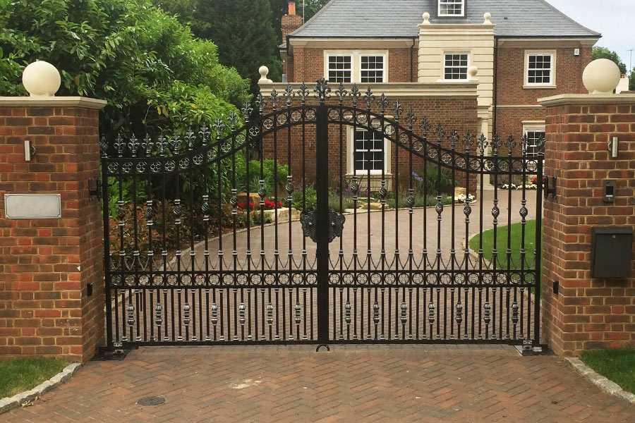 Contemporary metal front door entry double driveway gates design for villa