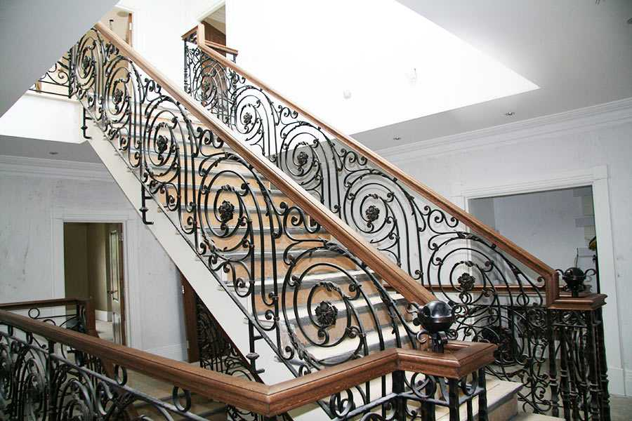 How to fast and effective clean your elegant wrought iron balustrades?