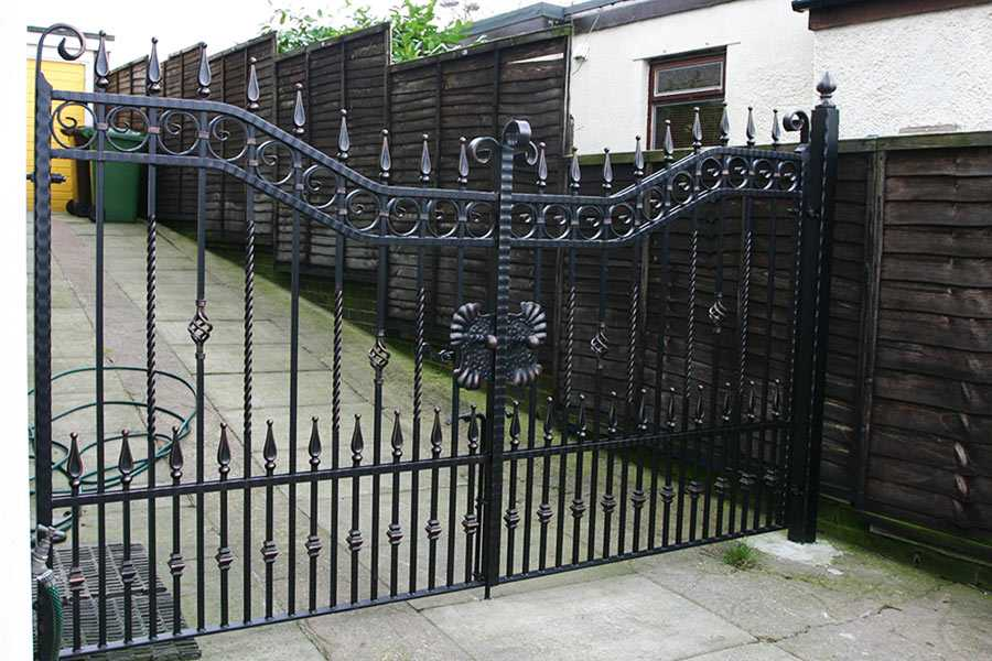 High quality decorative metal home wrought iron entrance gates for sale–IOK-192