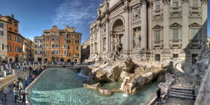 Large Famous Trevi Fountain