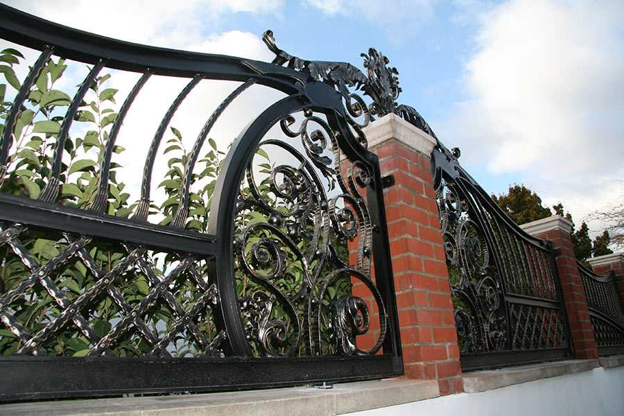 Luxury metal art modern aphrodite wrought iron railing design for sale–IOK-212