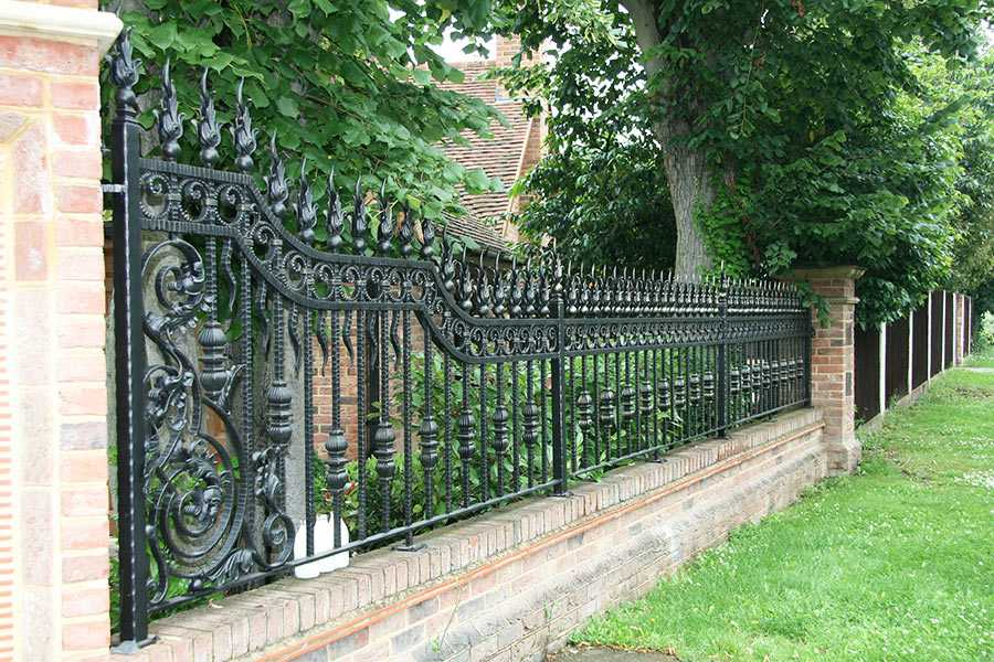 Modern metal yard wrought iron fence ideas for sale from China factory–IOK-220