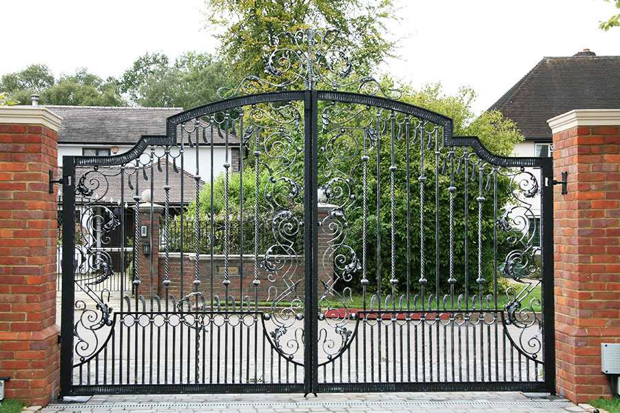Vintage metal art wrought iron driveway gates design for sale–IOK-189