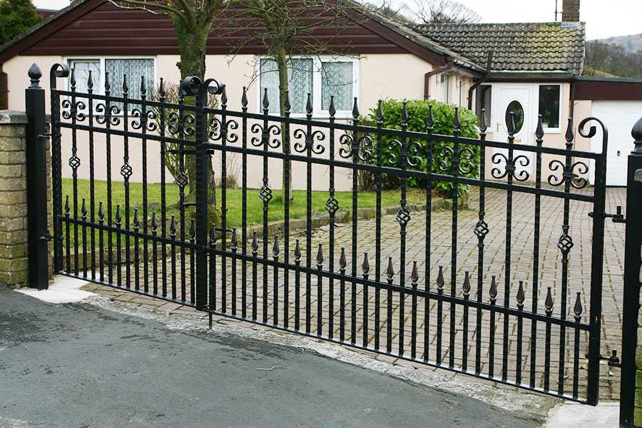 How to choose high quality wrought iron fence designs?