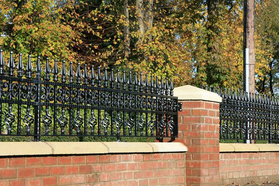 8 Steps to Paint Your Wrought Iron Fence By Yourself ?