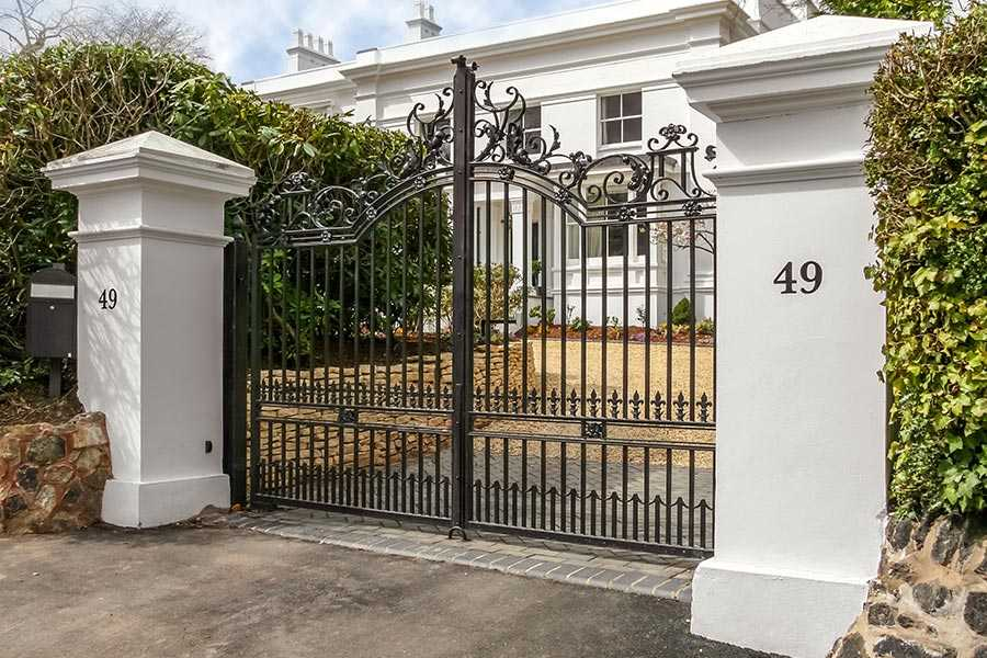 Why choose wrought iron driveway gate for you villa from YOU FINE ART SCULPTURE ?
