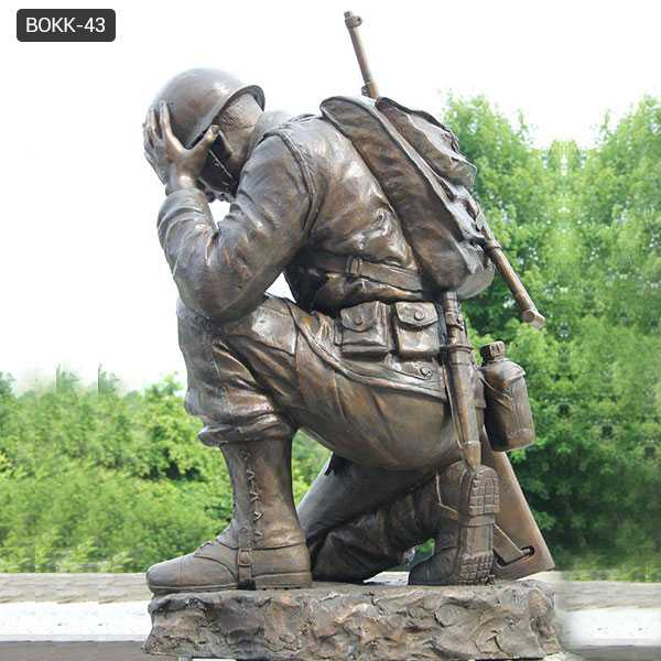Casting bronze war garden statue life size kneeling soldier heavy cast sculpture monument