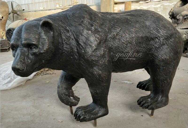 Outdoor life size antique bronze bear statue for sale for garden decor
