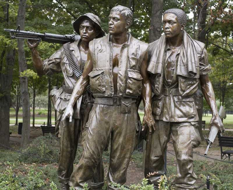 Three Soldiers vietnam veterans memorial statue replica