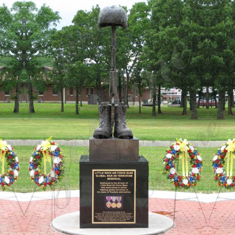 BOKK-523 Bronze Boots Rifle and Helmet Statue Design Battlefield Cross Memorial Life Size Military Statues