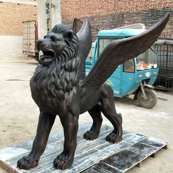 Life Size Bronze Casting Flying Lion Statue for Front Porch Winged Lion Statue for Sale BOKK-654