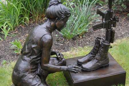 Kneeling Soldier by Cross Rifle Military Gravestone Garden Statue Decor