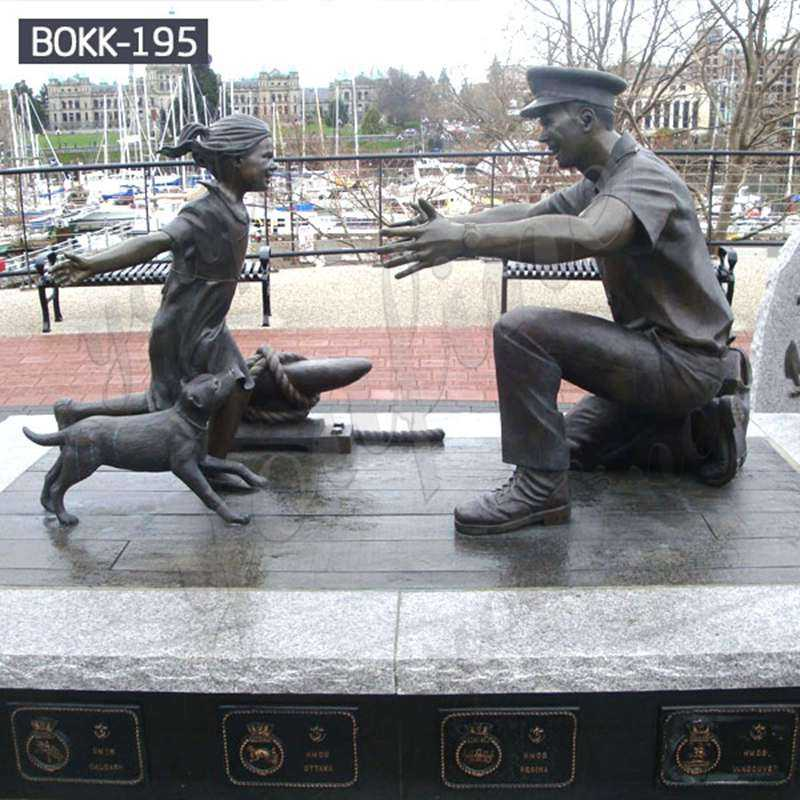 Life Size Casting Bronze Solider Statue With A Girl Statue for Sale
