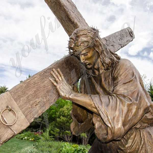 Outdoor Casting Bronze Jesus Christ Carrying the Cross Statue