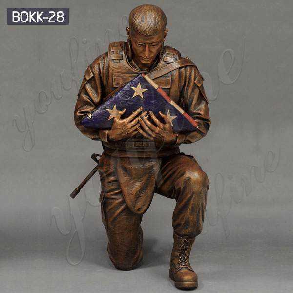 Memorial Bronze Kneeling Solider Holding Flag Statue for Sale BOKK-28