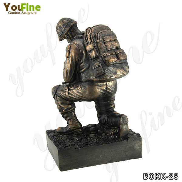 Memorial Bronze Kneeling Solider Statue for Sale