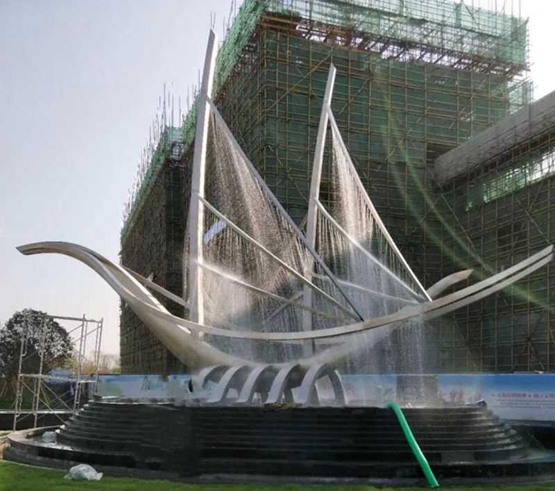 contemporary lawn sculpture