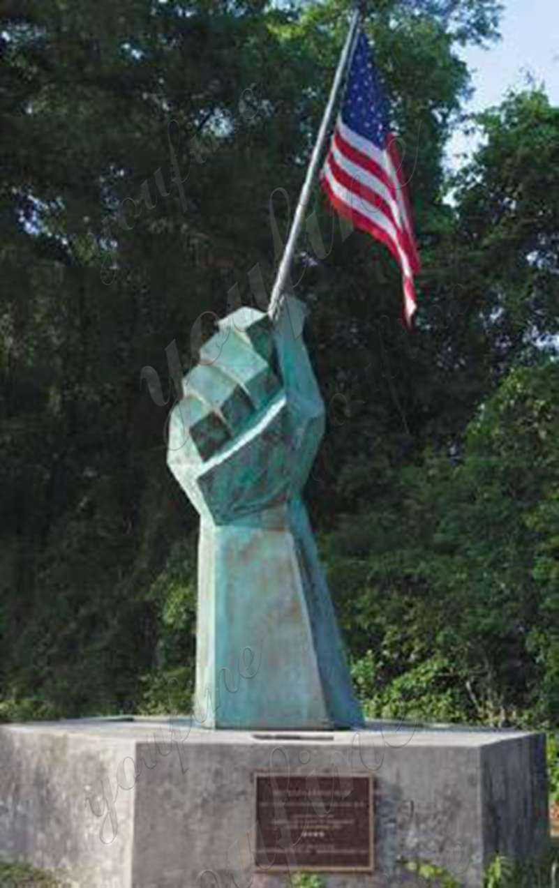 military memorial statue