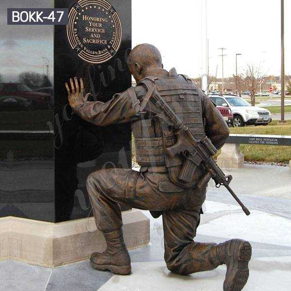 High-quality Custom Antique Bronze Kneeling Soldier Statue Monument Wholesale BOKK-47