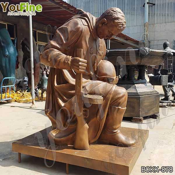 Bronze kneeling Soldier Garden Statue War Memorial Suppliers