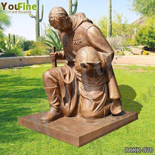 Bronze kneeling Soldier Garden Statue at Soviet War Memorial Suppliers