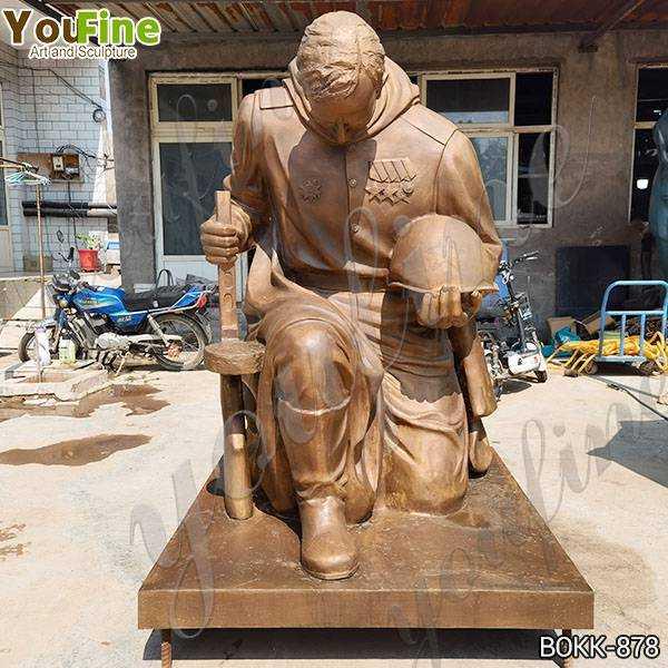 Bronze kneeling Soldier Garden Statue at Soviet War Memorial
