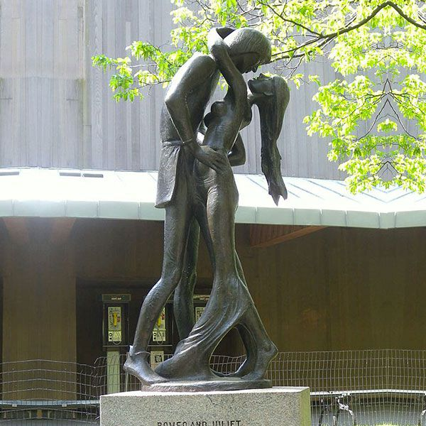 Famous Romeo and Juliet Bronze Statue for Sale